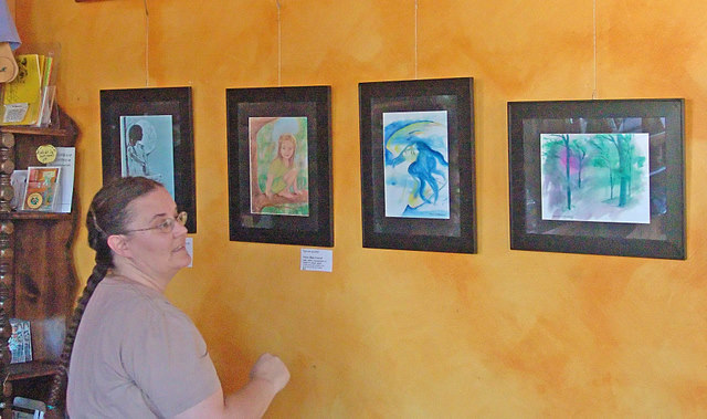 Pat Woodruff hanging art at Cafe del Sol